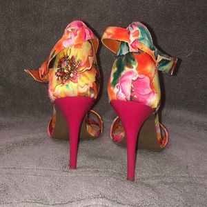 Mossimo Supply Co. Shoes - Mossimo floral stilettos size 6.5 great condition!